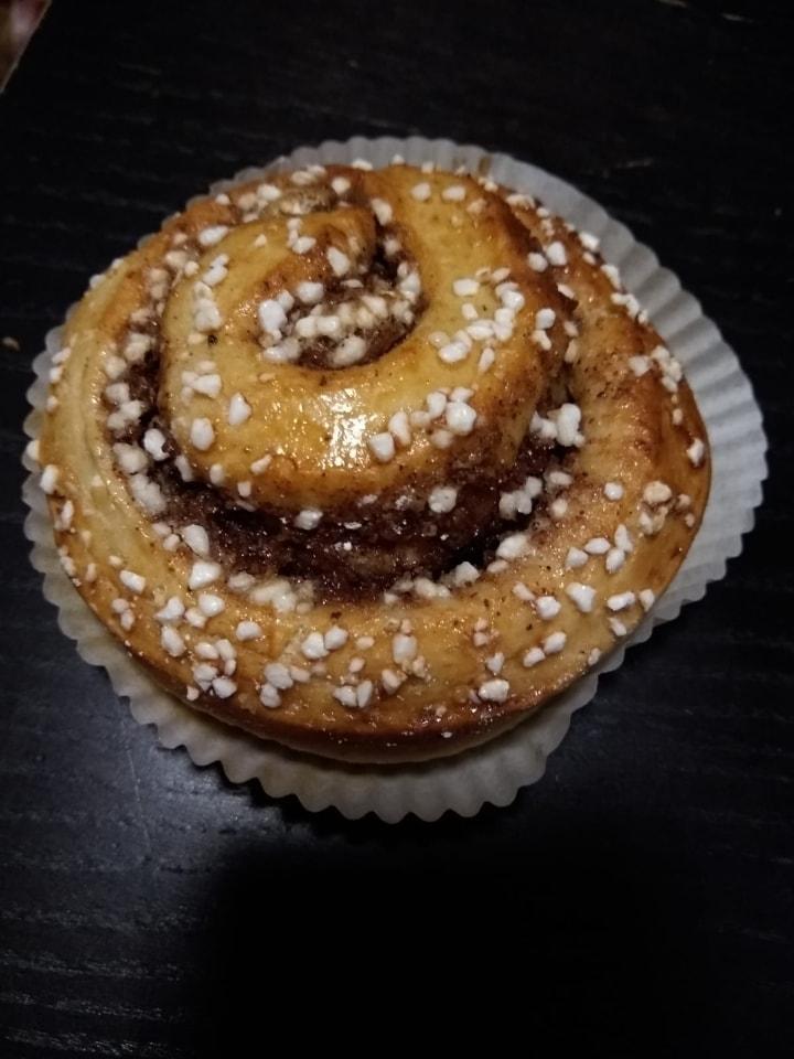 2 x cinnamon bun