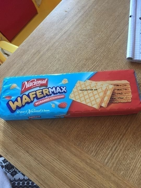 Strawberry wafer biscuits