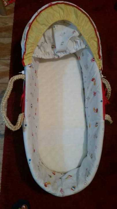 Moses basket plus mattress and 2 sheets