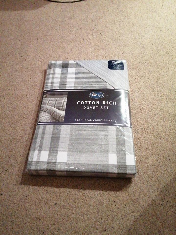Single bed duvet cover set.