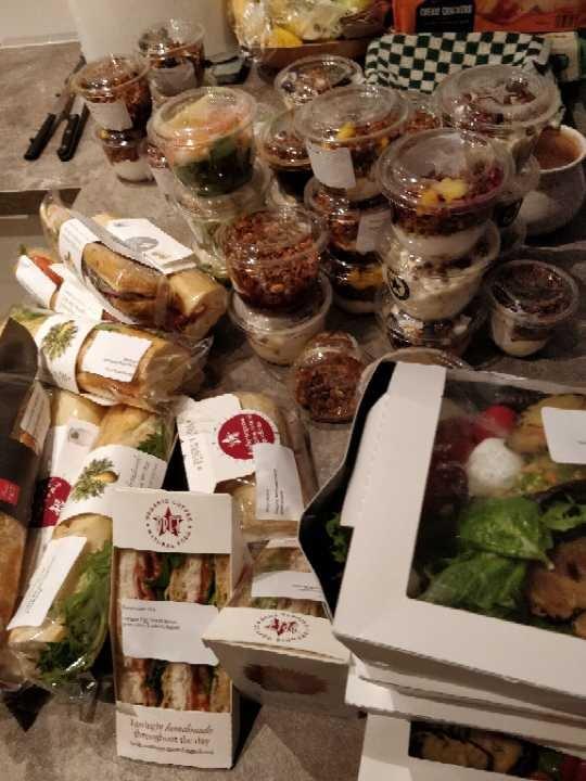 Pret desserts/ sandwichs/ salads