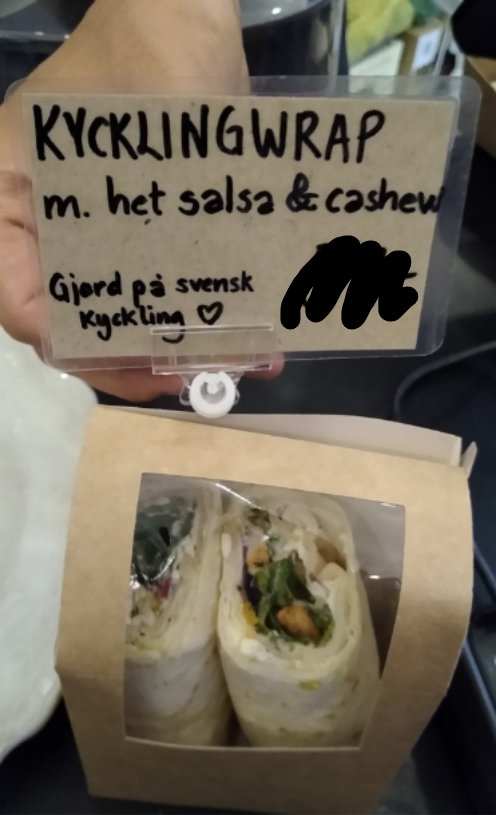 Chicken wrap with cashew nuts