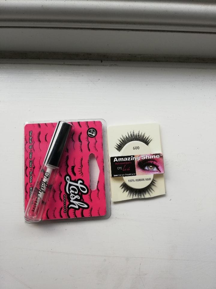 Eyelashes + lash glue
