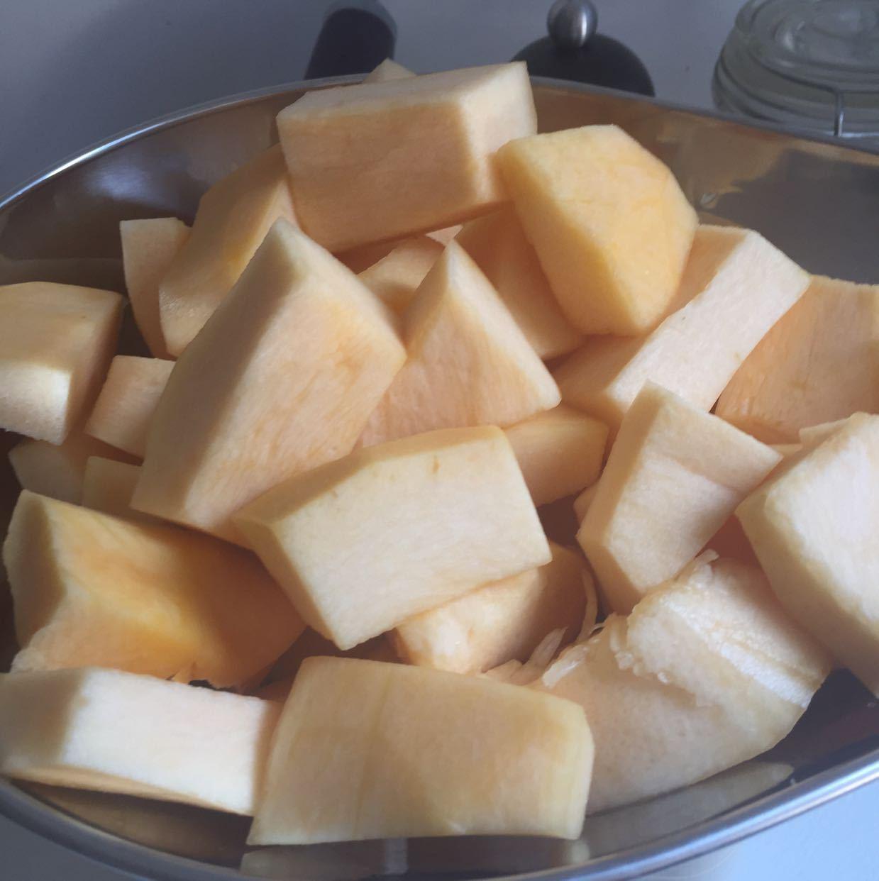 1 kg freshly peeled, deseeded cubed pumpkin