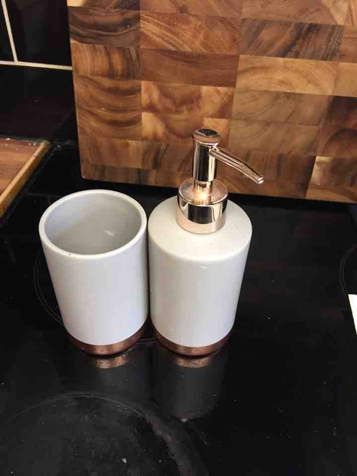 Soap dispenser and pot