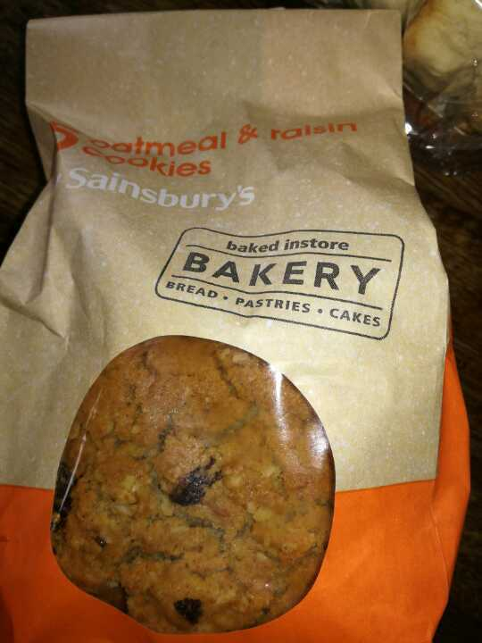 Oat meal and raisin cookies