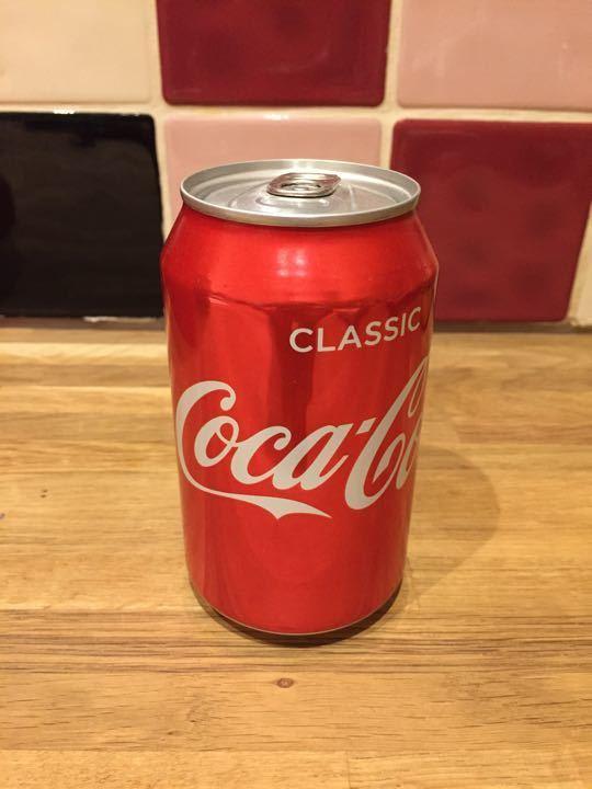 Classic can of coke 330ml