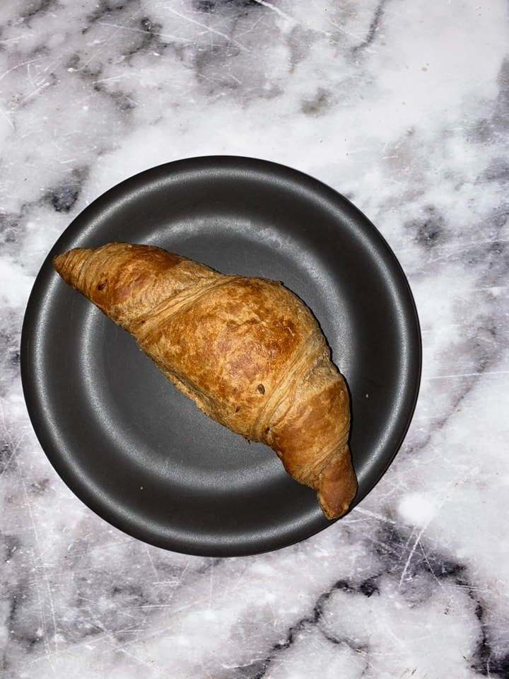 Fresh croissant with rasberry filling x2  (2/3)