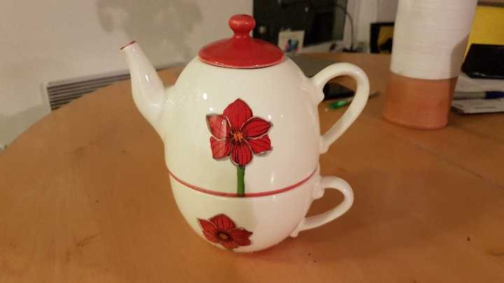 Little teapot/cup set