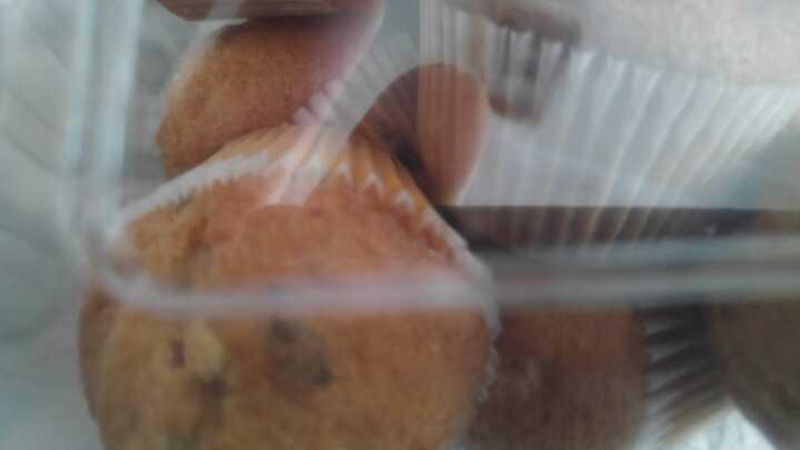 Blueberry mini muffins x12 in a box.