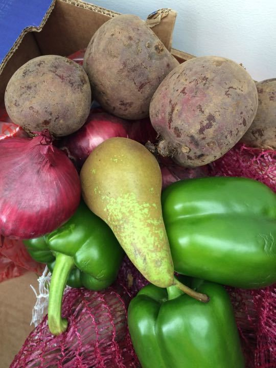 Pears, beetroots, green bell peppers and red onions