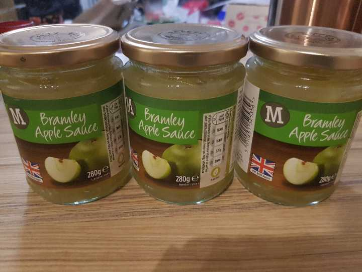 3 x 280g jar of Apple sauce
