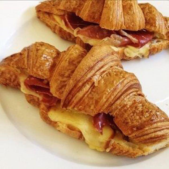 Filled baguettes/croissant