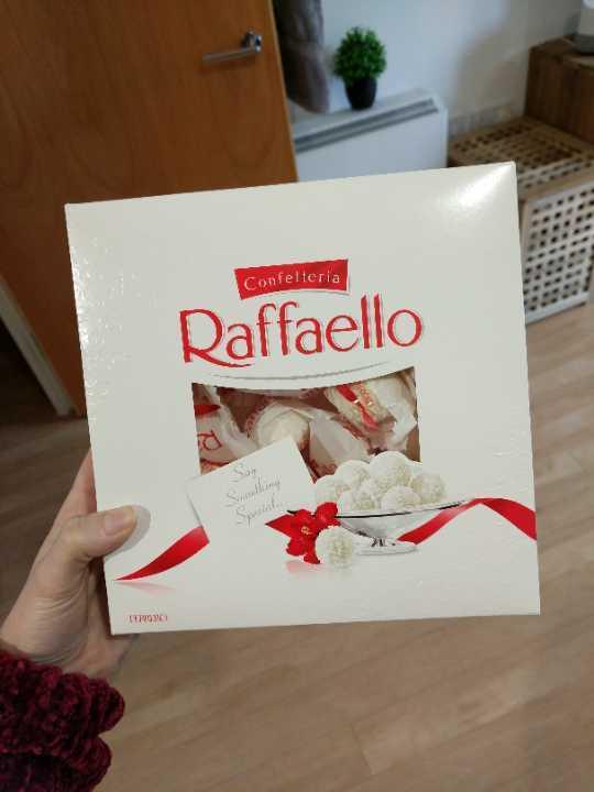 Box of Raffaello's (BBE 05/10/17)