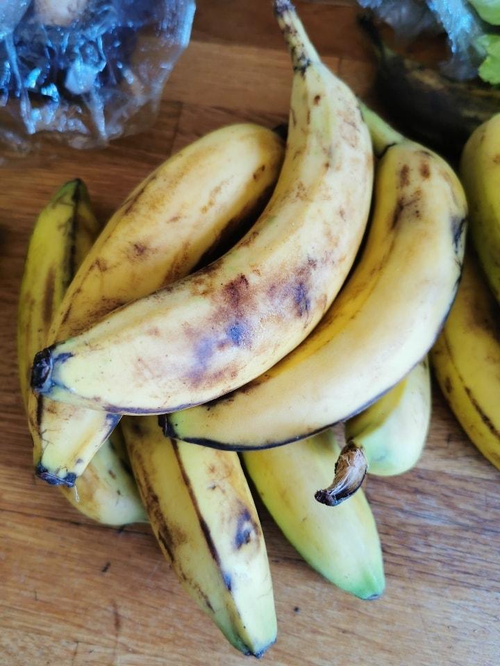 Loose still firm bananas
