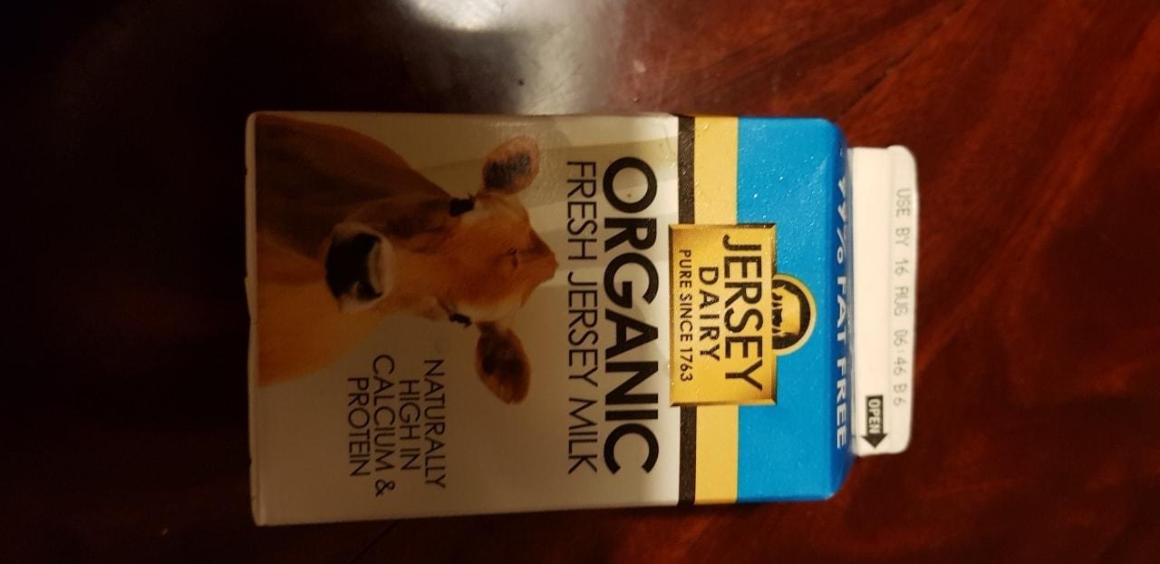 Small milk 99% fat free