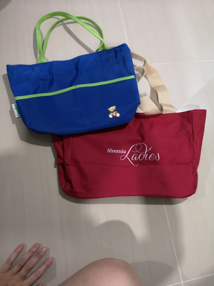 Small bags with zips
