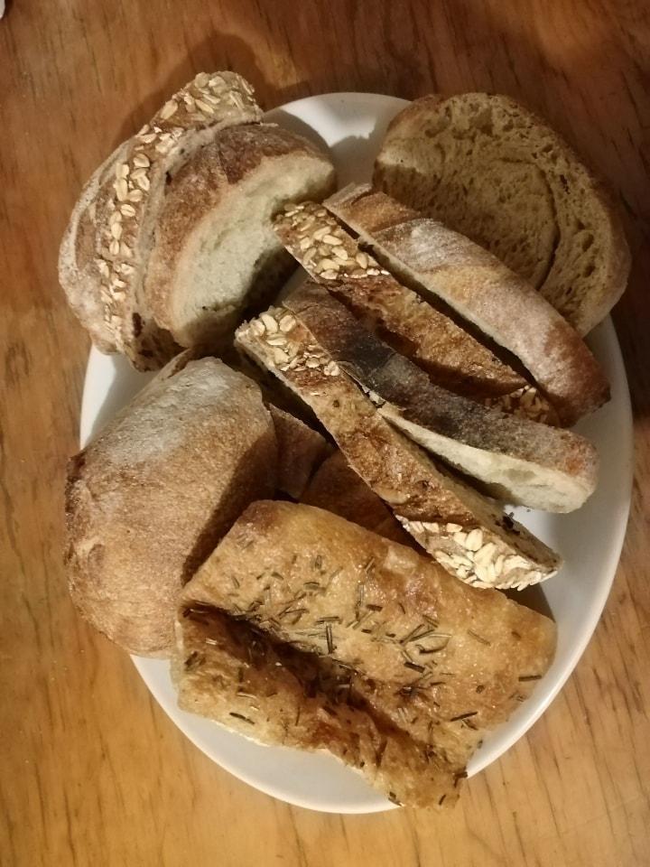 Rebanadas de pan artesanal