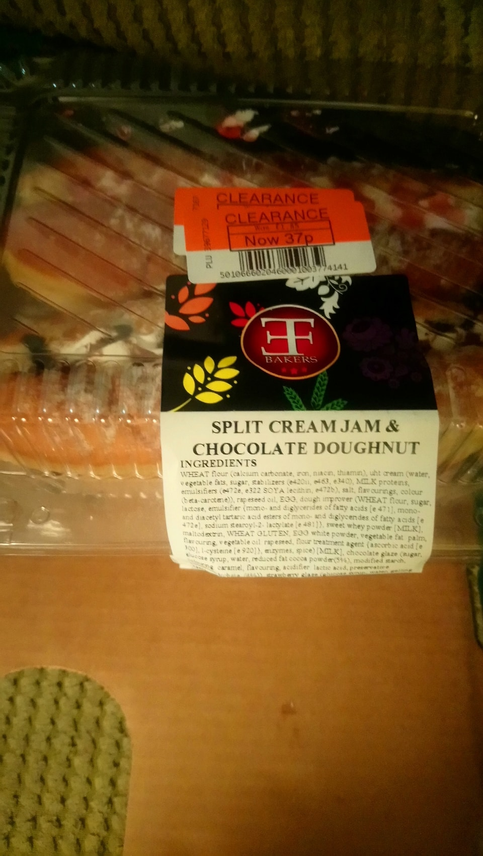 Split cream jam and chocolate doughnuts 1 of each in a pack