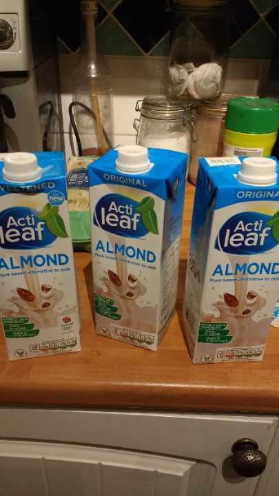 Aldi sweetened almond milk x 3